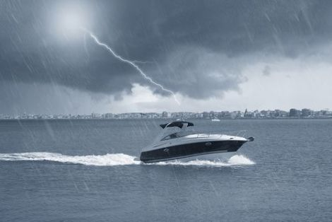 b5ffa9730ae7 How to Survive Lightning Storms While Boating